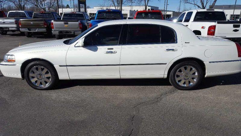 2003 Lincoln Town Car