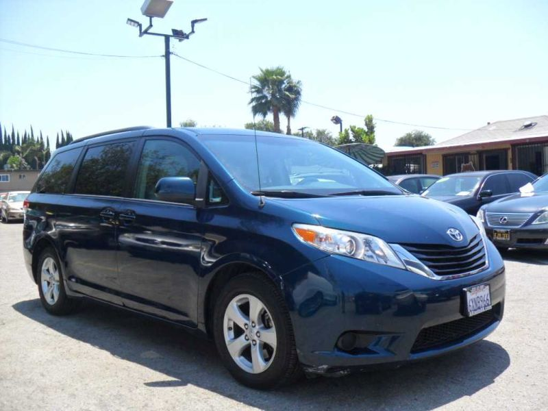 reviews entertainment and notes article review comfortable interior front xle sienna toyota car
